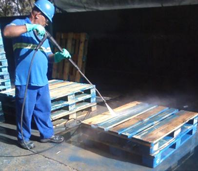 Limpeza de óleo e graxa em pallets