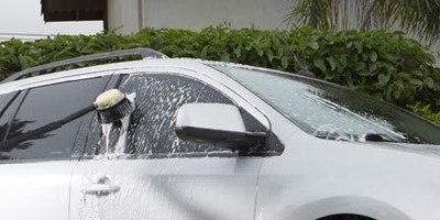 Limpeza de veículos com e detergentes Kärcher