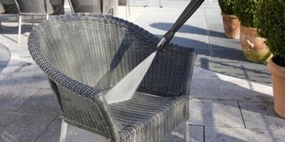 Limpeza de móveis de jardim
