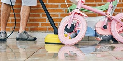Limpeza de móveis externos e jardim com lavadoras de alta pressão